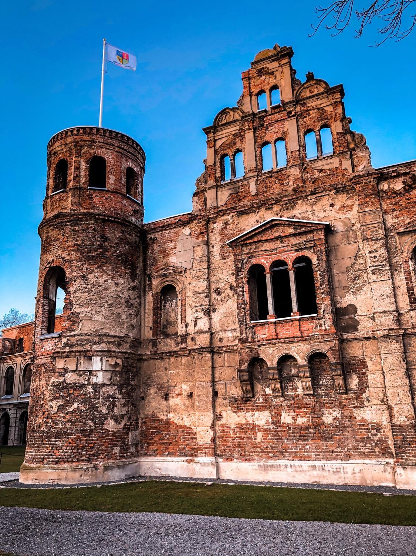 Tworków ruiny pałacu